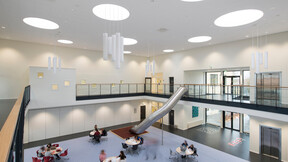 Sydmors School, DK, Sonar, E24 edge, 600x600x20, White, Ole Davidsen, Arkitektgruppen Limfjorden ApS, A&I Rådgivende Ingeniører og d.a.i arkitekter ingeniører, Morsø Kommune, Niels Thomsen, Tømrernes Byggeselskab A/S, Fotograferne i Nibe