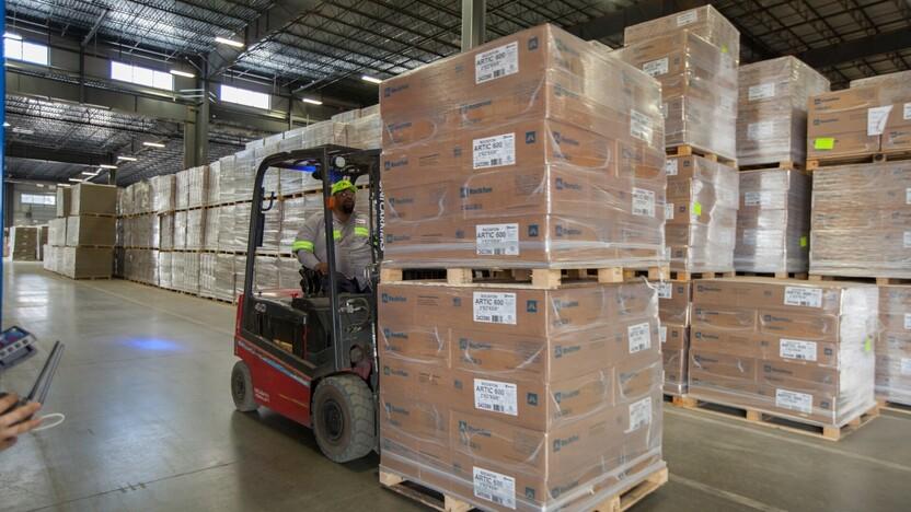 news illustration, logistics, warehouse, truck, rockfon, boxes, pallets